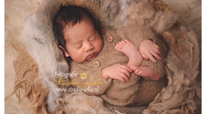 Newborn fotoshoot met grote broer