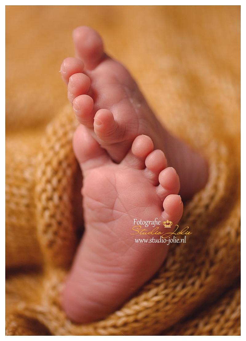 newborn fotoshoot zuid holland voetjes.jpg