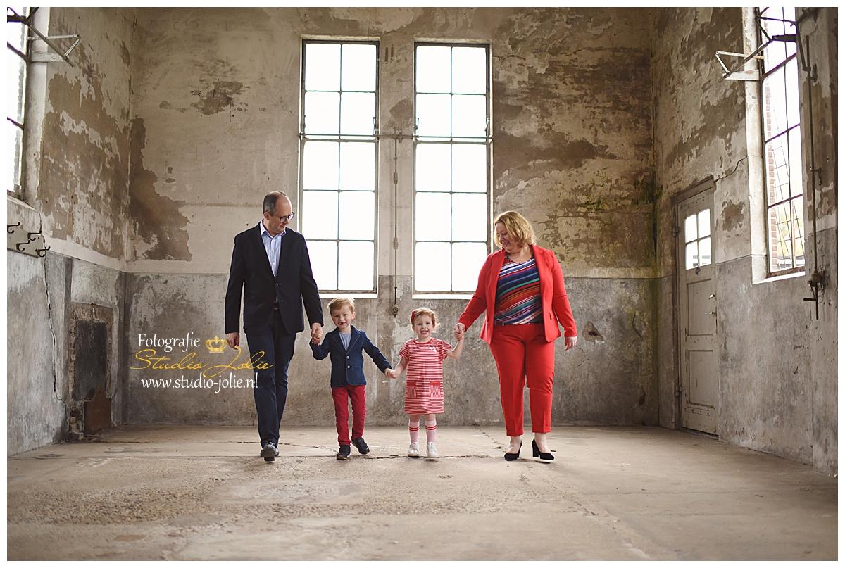 fotoshoot gezin industriele locatie.jpg